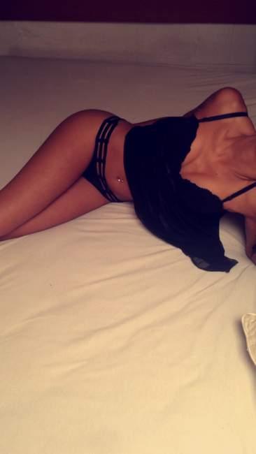 femaleescorts sexy sarah pour massage